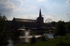 Kerk en kermis in Hotton